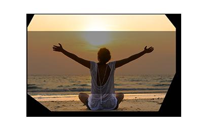 Фитнес и йога на берегу моря